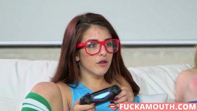 nerdy gamer hotties